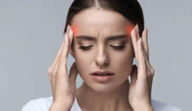 Profesör: 72 saatten uzun süren baş ağrısı Covid-19 belirtisi olabilir