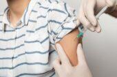 'Aşı olan 'süper bulaştırıcı' olarak virüs taşıyabilir'